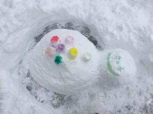雪に色をつけて遊ぼう